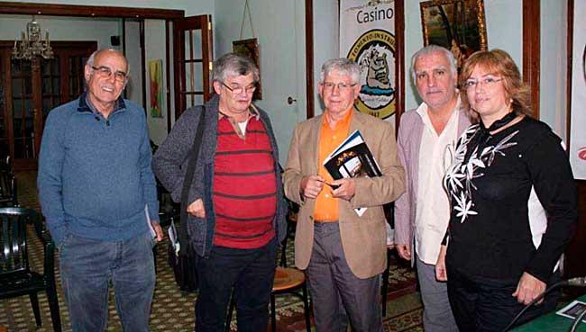 De-izquierda-a-derecha-Antonio-Bolaños-García,-Antonio-Arroyo-Silva,-Ramón-Díaz-Hernández,-Aquiles-García-Brito-e-Inma-Rodríguez-Flores