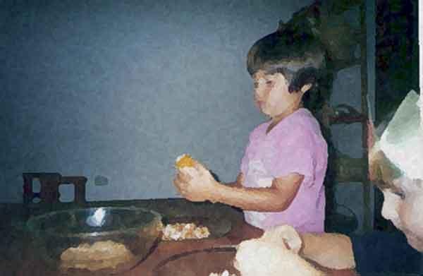 aprendiendo-a-desgranar-millo-escuela-infantil-la-casa-del-sol-arucas